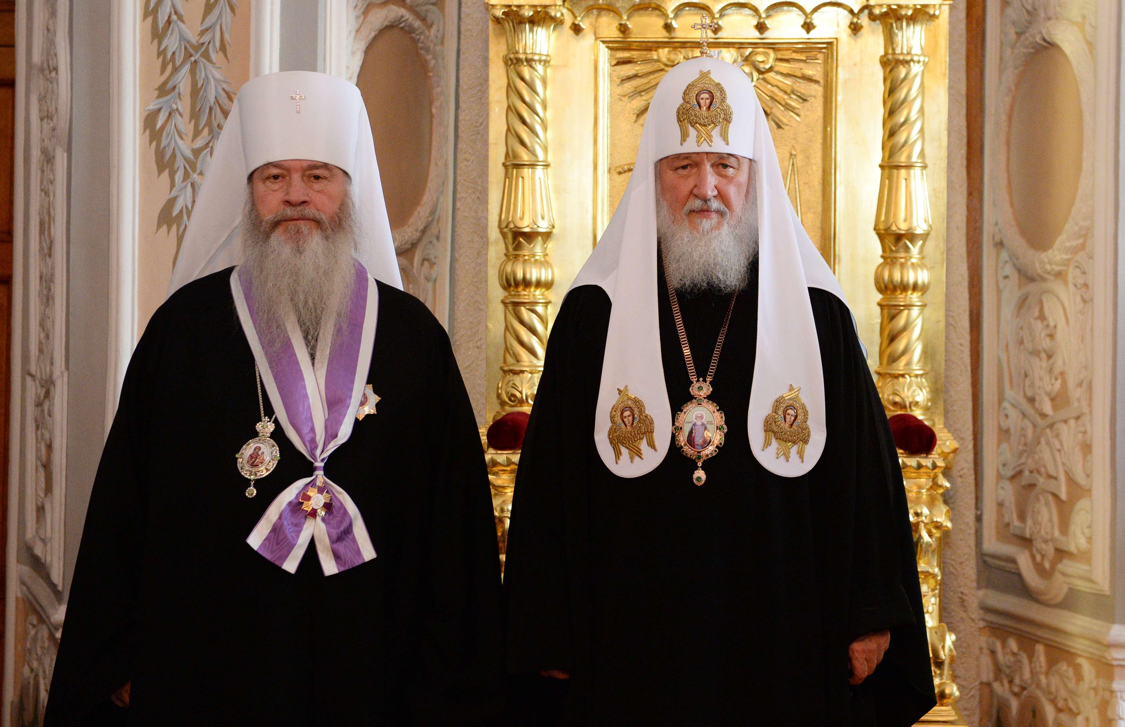 Патриарх Кирилл вручил Митрополиту Тихону орден святителя Иннокентия Московского I степени