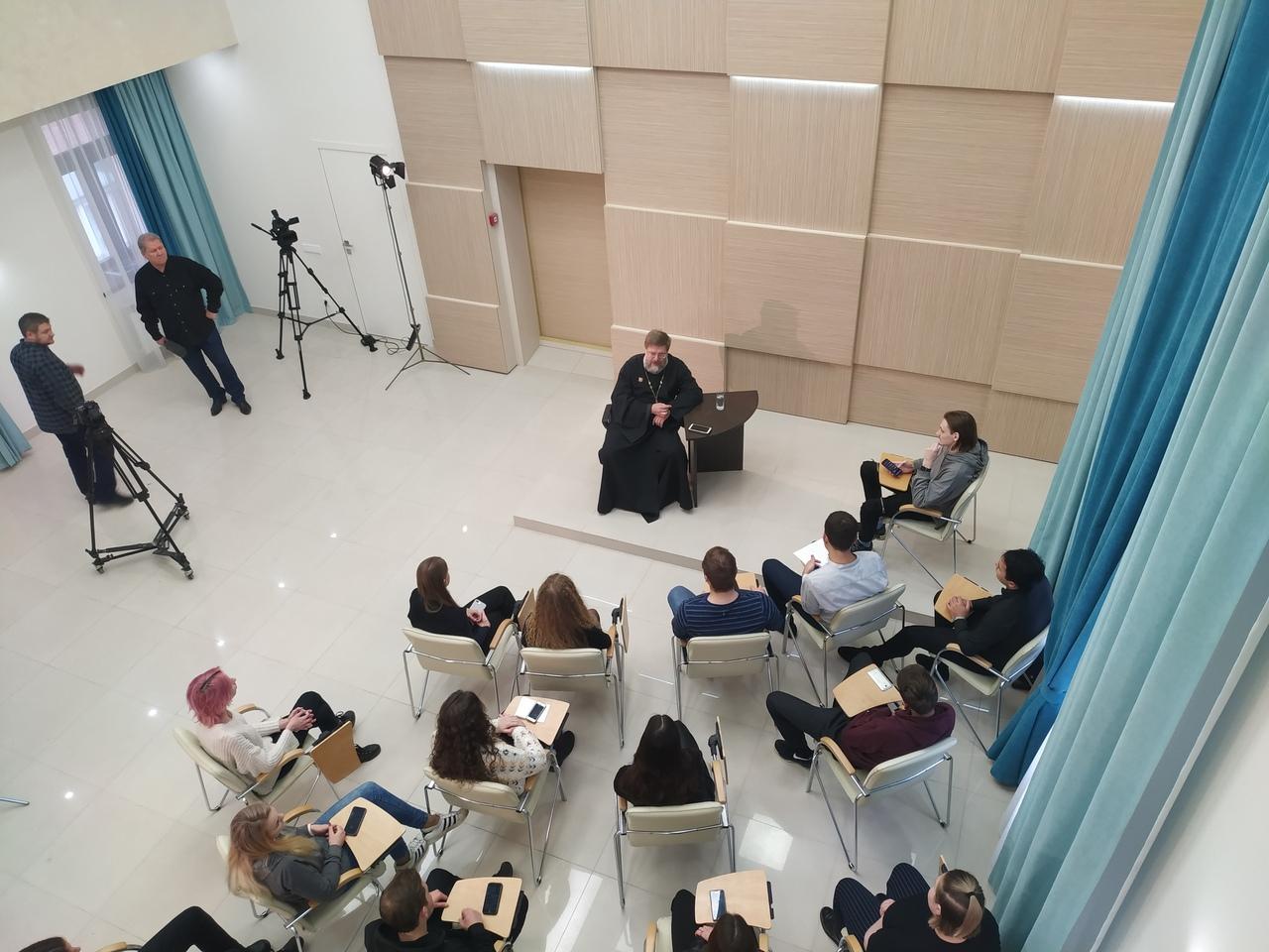 Епархиальная видео-студия покажет цикл ТВ-программ в формате ток-шоу