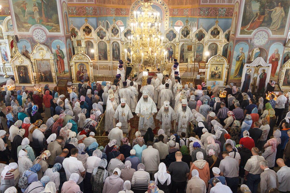 Владыка Никодим в главном соборе города совершил Божественную литургию по случаю праздника Вознесения Господня