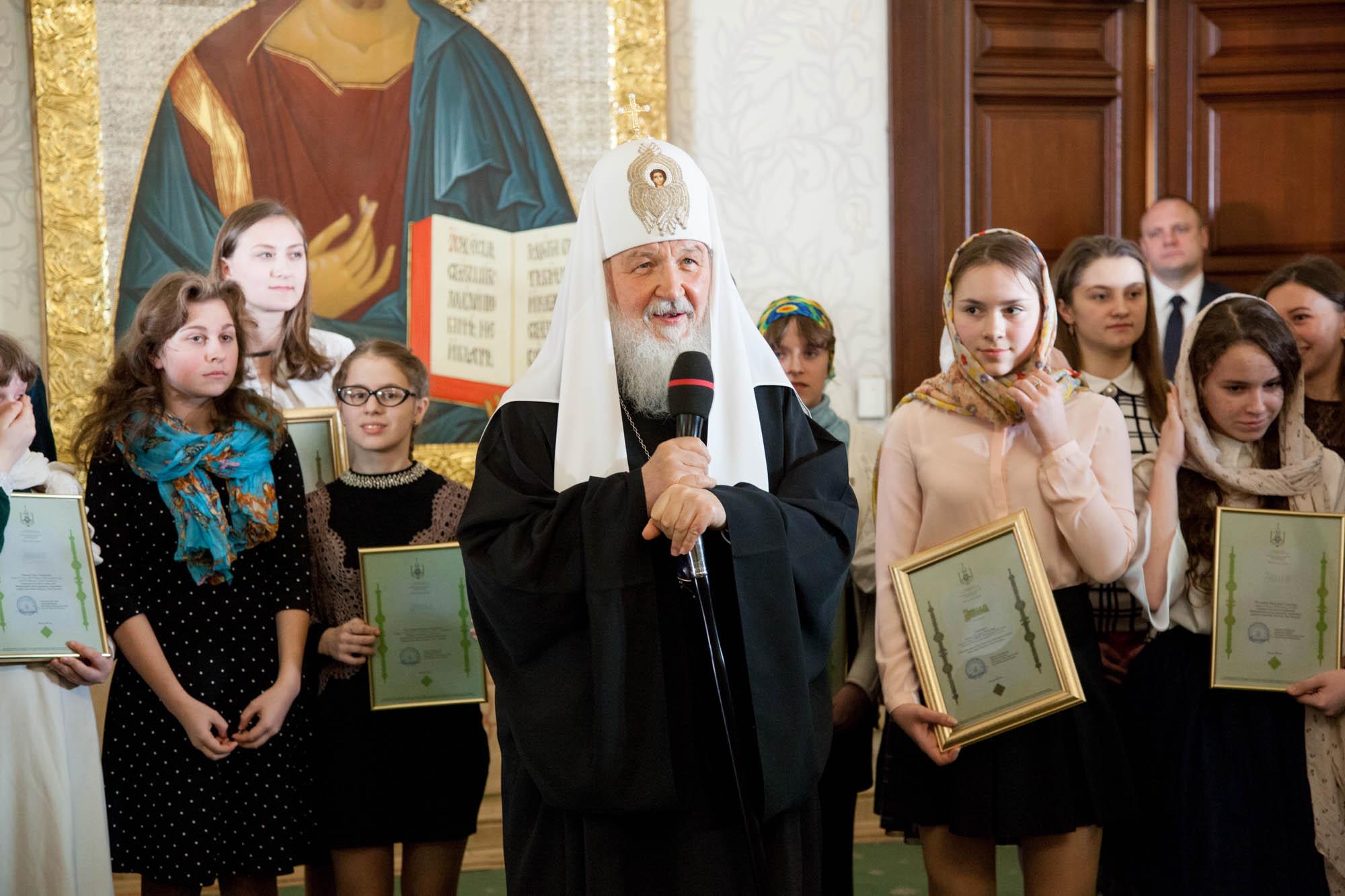 Патриарх Кирилл наградил сызранскую школьницу Ангелину Зимину запобеду вмеждународном конкурсе