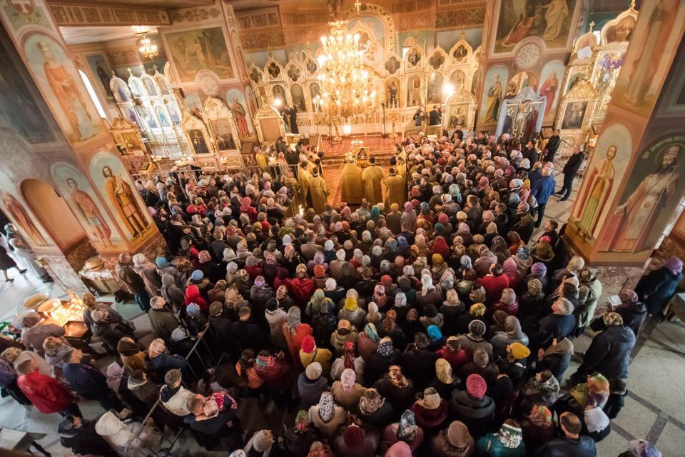 Более 8 тысяч человек поклонились мощам святителя Луки в первый день их пребывания в Новосибирске