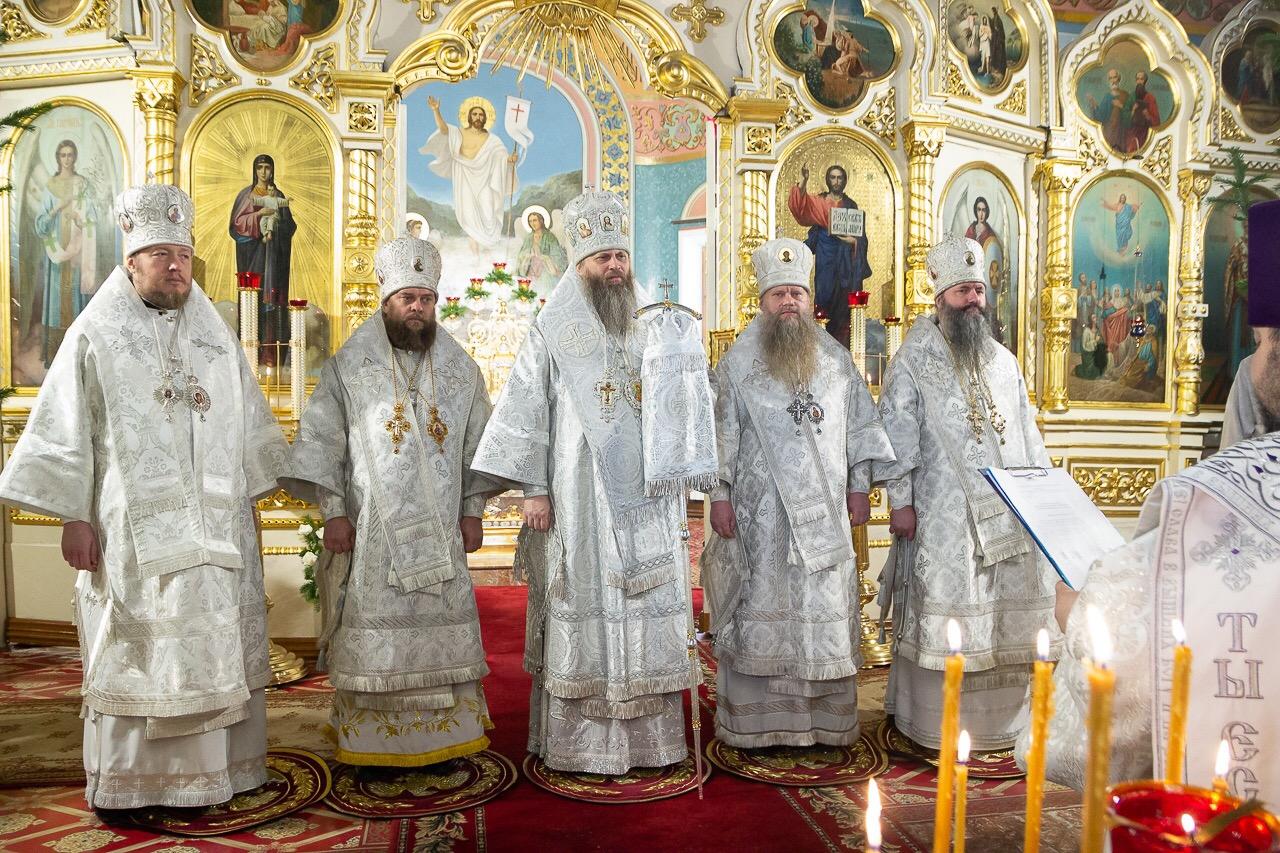 Митрополит Никодим возглавил Божественную литургию в Вознесенском кафедральном соборе