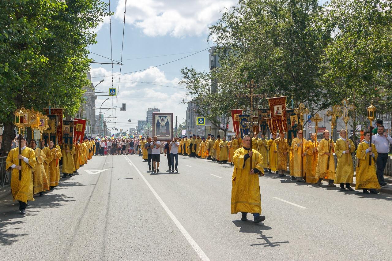 В Новосибирске прошел многотысячный молодежный крестный ход