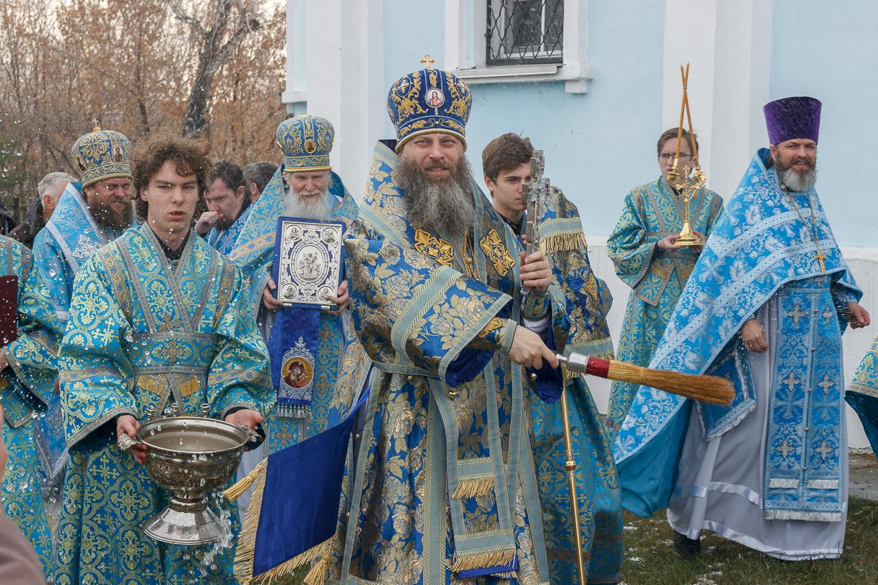 Митрополит Никодим возглавил престольные торжества в храме в честь иконы Божией Матери «Спорительница хлебов»