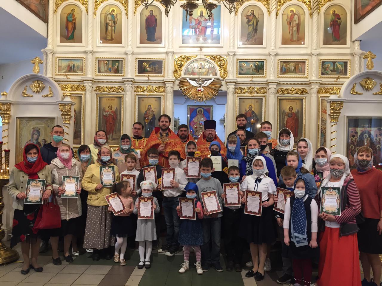 В храмах Новосибирской епархии проходят молебны по случаю окончания учебного года