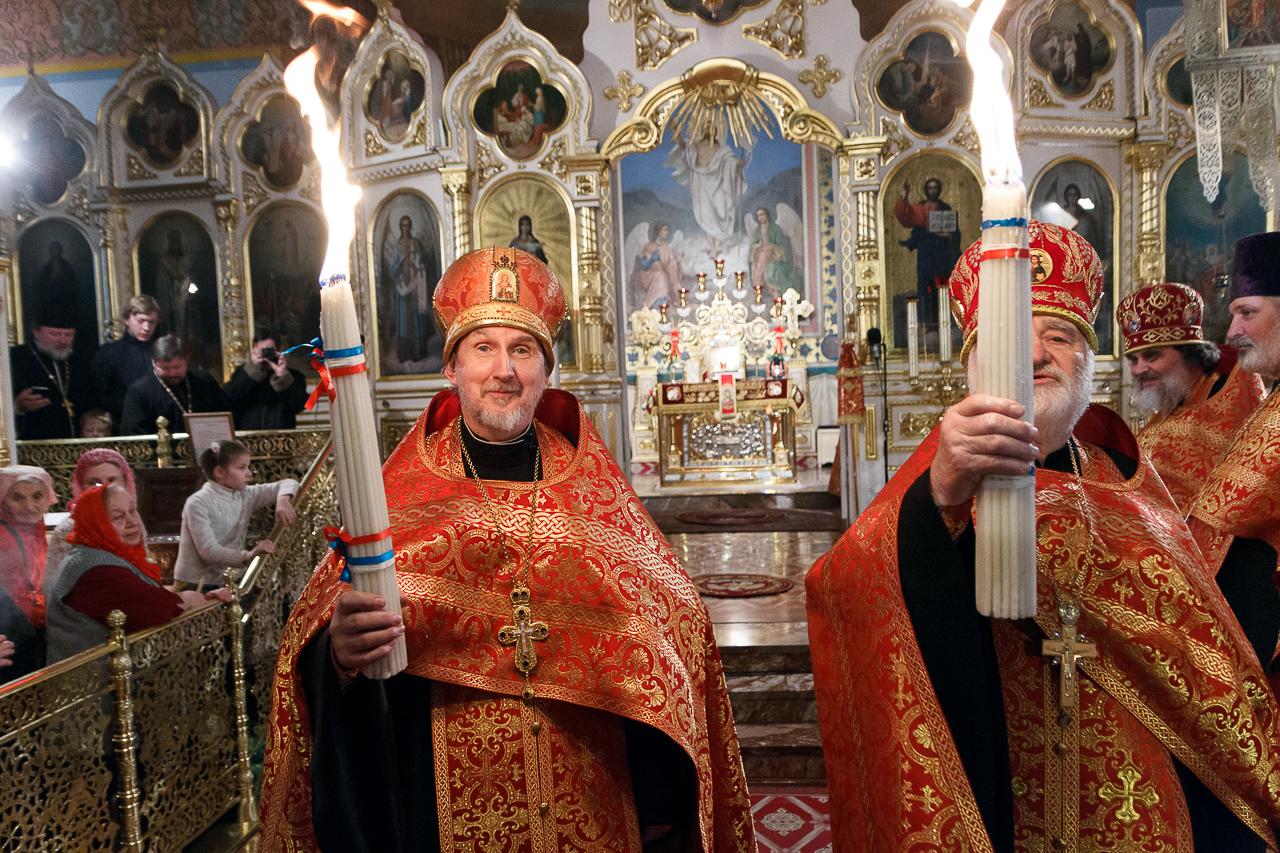 В Новосибирск прибыл Благодатный огонь