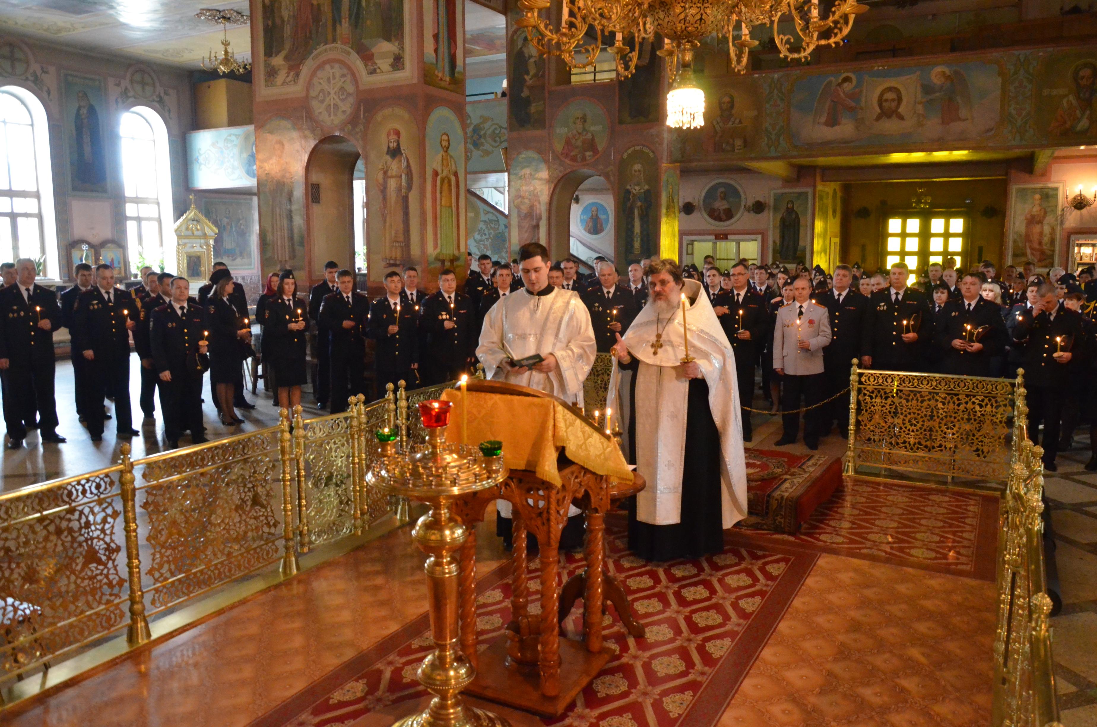 В Вознесенском соборе состоялось заупокойное богослужение по погибшим сотрудникам полиции
