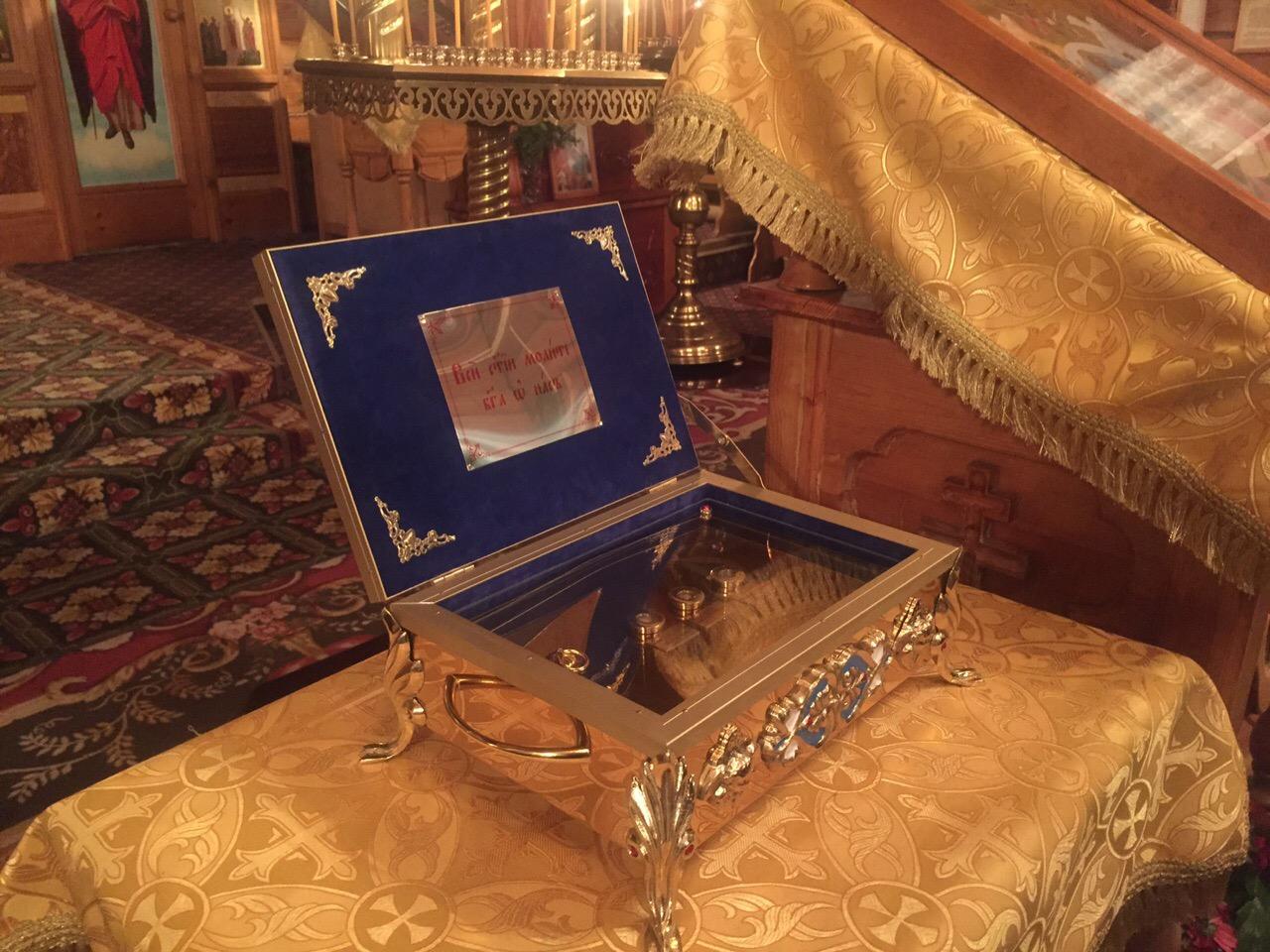 В Покровский храм г. Новосибирска доставлен ковчег с частицей мощей святых покровителей воинства